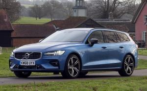 2018 Volvo V60 D4 R-Design (UK)